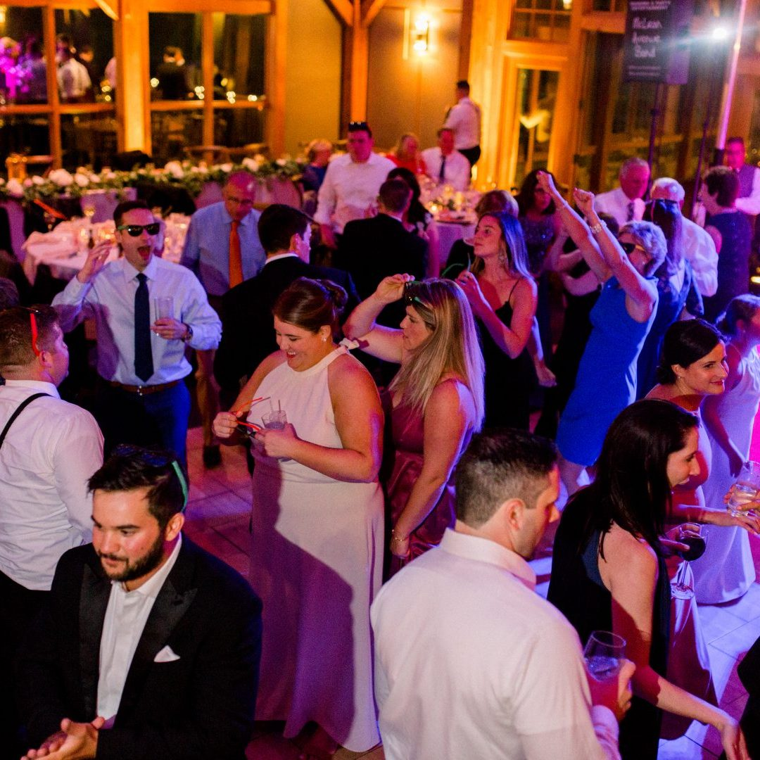 New York party dance band showing guest on the dance floor